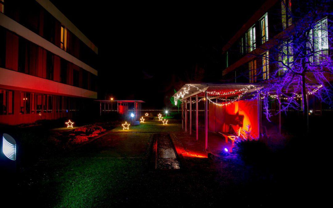 Lichtkunst und Klänge gegen Dunkelheit und Trauer am Klinikum